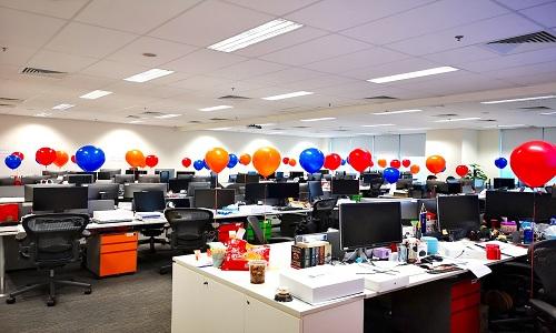 Decoration de bureau avec des ballons